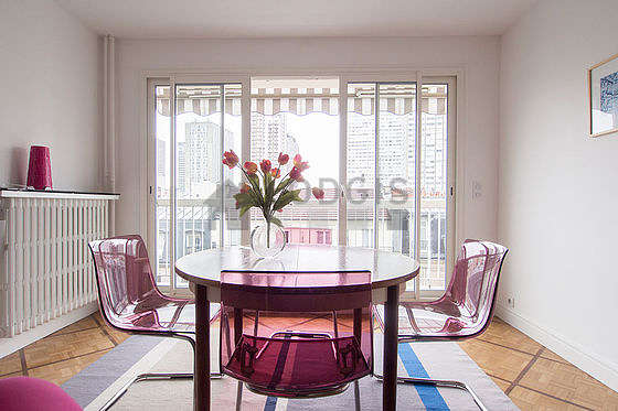 Great, quiet and very bright sitting room of an apartment in Paris