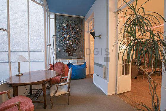 Bureau de 11m² équipé de 3 fauteuil(s), armoire