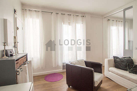 Location appartement 1 chambre avec ascenseur paris 9 for Appartement meuble paris long sejour