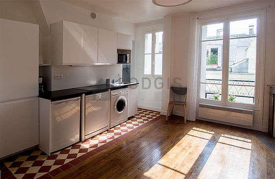 Belle cuisine de 0m² avec du carrelage au sol