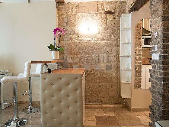 Magnifique cuisine de 2m² avec du marbre au sol
