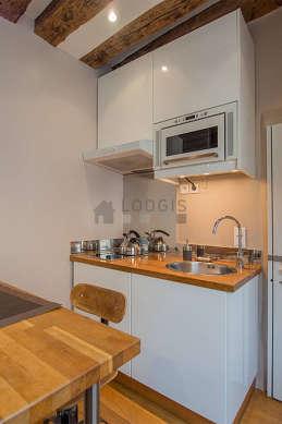 Magnifique cuisine de 1m²ouverte sur le séjour avec du parquet au sol