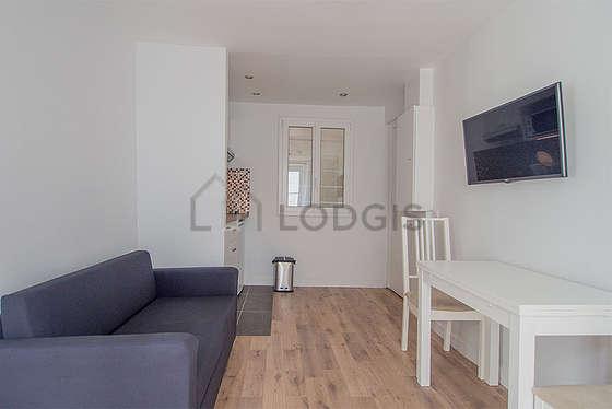 Salon de 7m² avec du parquet au sol