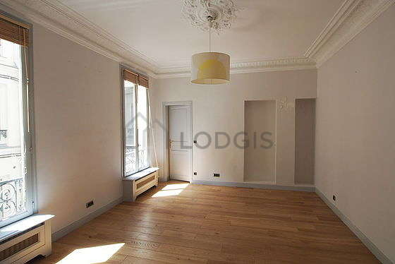 Dining room of 26m² equipped with air conditioning
