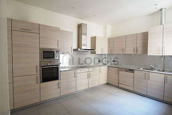 Great kitchen of 14m² with tile floor