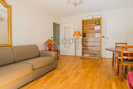 Quiet living room furnished with 1 sofabed(s) of 140cm, tv, dvd player, 2 armchair(s)