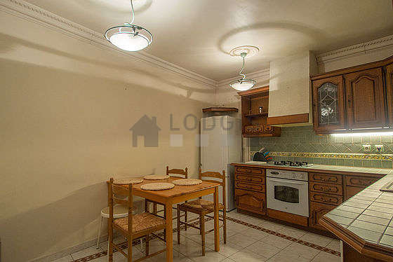 Beautiful kitchen of 18m² with tile floor
