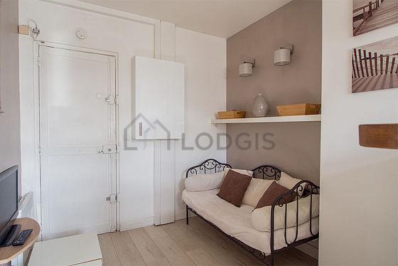 Location appartement 1 chambre avec ascenseur paris 10 for Chambre 19 paris