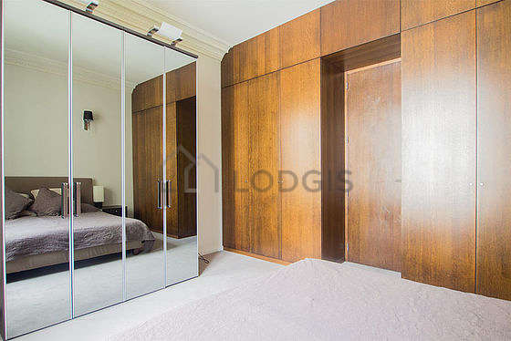 Quiet bedroom for 2 persons equipped with 1 bed(s) of 150cm