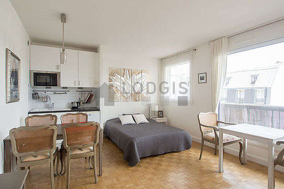 Very quiet living room furnished with 1 bed(s) of 140cm, 1 sofabed(s) of 140cm, tv, 2 armchair(s)