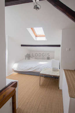Chambre de 11m² avec du coco au sol