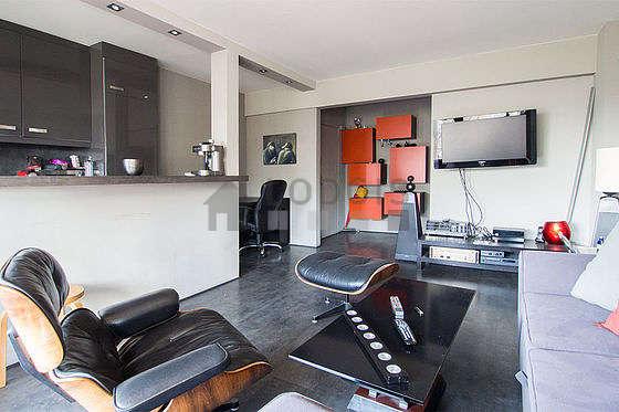 Séjour équipé de 1 canapé(s) lit(s) de 140cm, téléviseur, chaine hifi, 2 fauteuil(s)