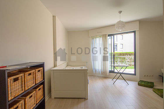 Quiet living room furnished with 1 pullout bed(s) of 80cm, tv