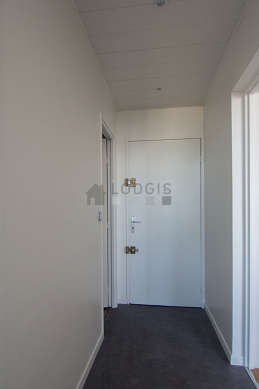 Beautiful entrance with linoleum floor