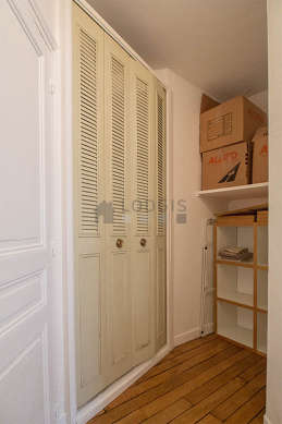 Cubbyhole with wooden floor