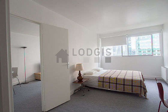 Chambre de 15m² avec la moquette au sol