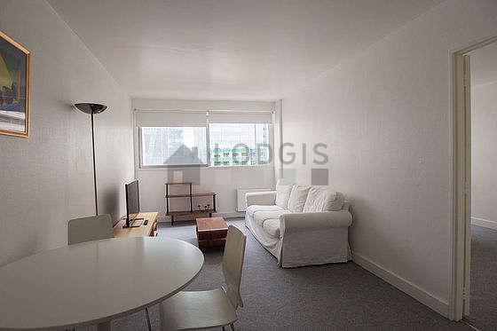 Séjour calme équipé de 1 canapé(s) lit(s) de 140cm, téléviseur, 3 chaise(s)