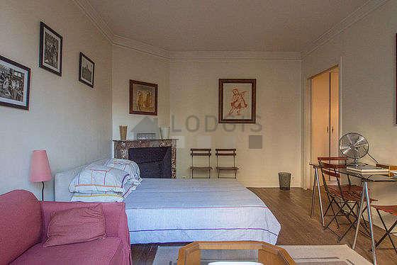 Salon très lumineux équipé de ventilateur, 6 chaise(s)