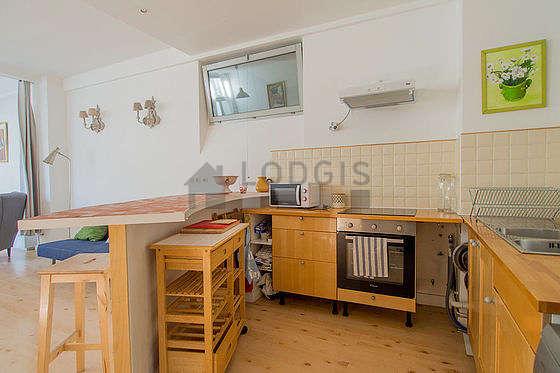 Belle cuisine de 10m²ouverte sur le séjour avec du parquet au sol