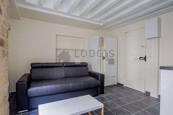 Séjour calme équipé de 1 canapé(s) lit(s) de 160cm, téléviseur, armoire, placard
