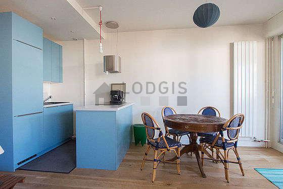 Belle cuisine de 9m² avec du parquet au sol