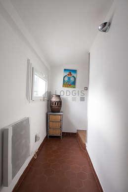 Very beautiful entrance with floor tiles floor