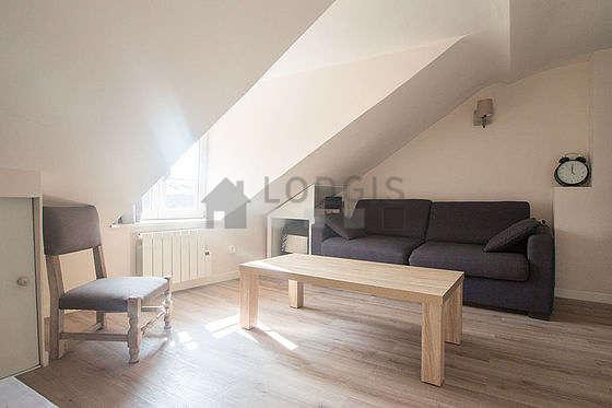 Séjour très calme équipé de 1 canapé(s) lit(s) de 140cm, téléviseur, 1 fauteuil(s)