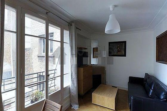 Séjour très calme équipé de téléviseur, armoire, 1 chaise(s)