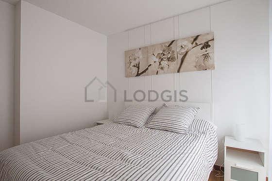 Bedroom of 11m² with its wooden floor