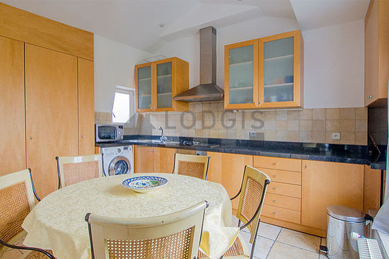 Kitchen where you can have dinner for 5 person(s) equipped with washing machine, refrigerator, extractor hood, crockery