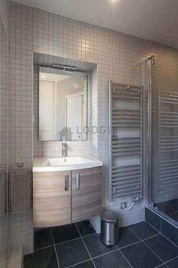 Beautiful and bright bathroom with slate floor