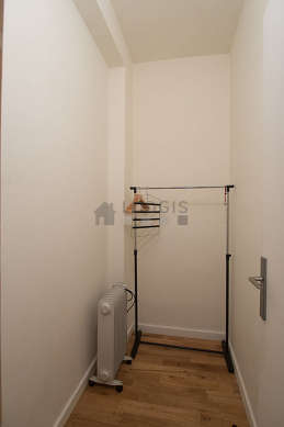 Beautiful dressing-room serviced with : wardrobe, cupboard