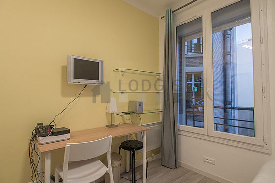Location studio avec ascenseur paris 15 rue brancion for Location studio meuble paris 15