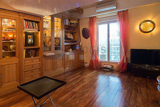 Very quiet living room furnished with tv, hi-fi stereo, cupboard