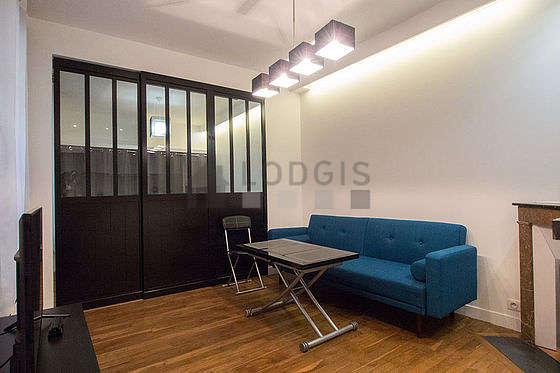 Living room of 16m² with wooden floor
