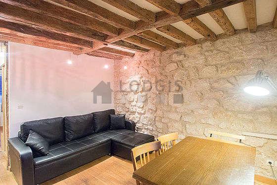 Séjour équipé de 1 canapé(s) lit(s) de 140cm, téléviseur, 4 chaise(s)