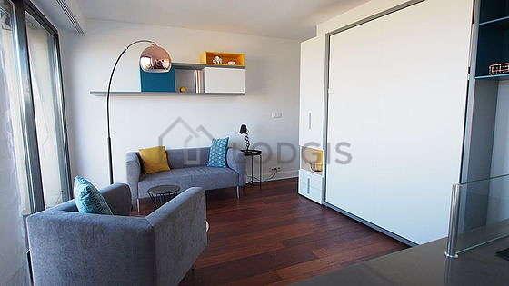 Séjour très calme équipé de 1 lit(s) armoire de 140cm, téléviseur, 1 fauteuil(s), 4 chaise(s)