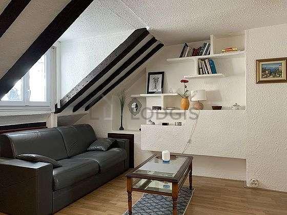 Séjour très calme équipé de 1 canapé(s) lit(s) de 140cm, téléviseur, commode