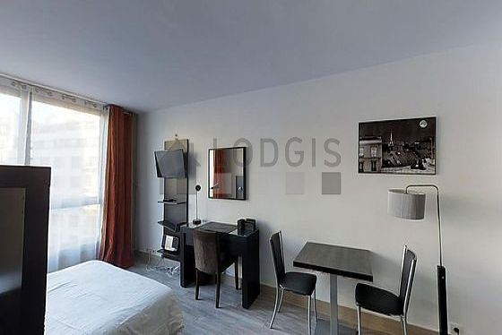 Location studio avec ascenseur et concierge paris 16 for Appartement meuble paris long sejour