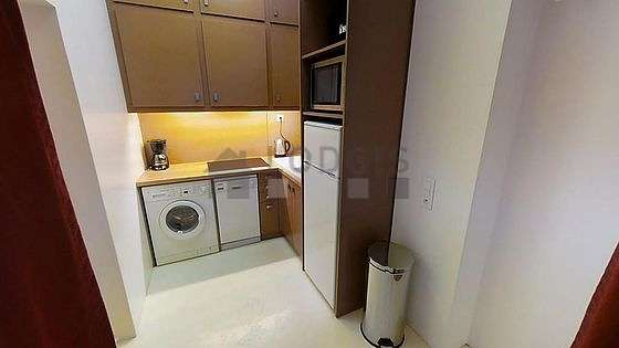Belle cuisine de 5m² avec du béton au sol