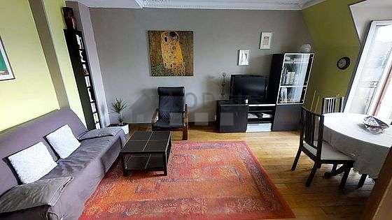 Séjour calme équipé de 1 canapé(s) lit(s) de 160cm, téléviseur, 1 fauteuil(s), 4 chaise(s)