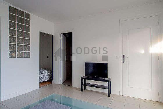Séjour très calme équipé de 1 canapé(s) lit(s) de 140cm, téléviseur, 1 chaise(s)