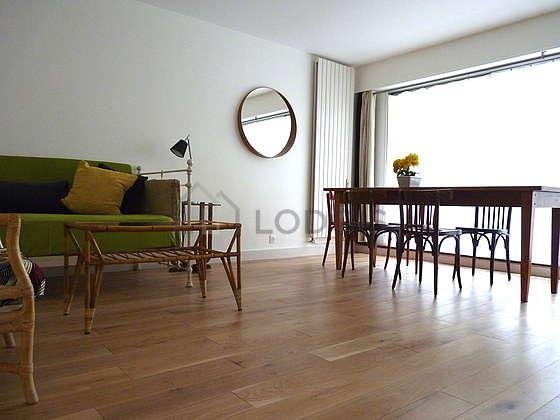 Séjour très calme équipé de téléviseur, 1 fauteuil(s), 1 chaise(s)