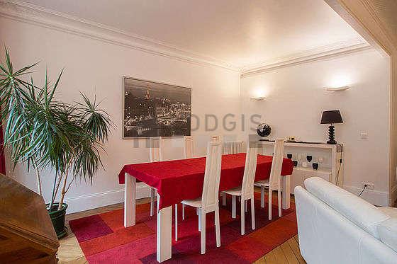 Salle à manger de 12m² équipée de table à manger, 6 chaise(s)