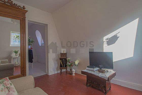Salon de 5m² avec des tomettes au sol