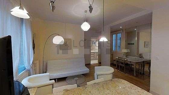 Séjour calme équipé de 1 canapé(s) lit(s) de 140cm, téléviseur, 2 fauteuil(s), 1 chaise(s)