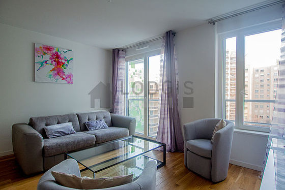 Living room of 17m² with its wooden floor