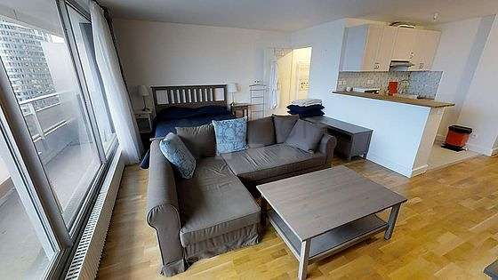Large living room of 30m² with its wooden floor