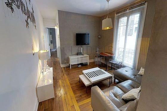 Séjour calme équipé de téléviseur, chaine hifi, commode, 2 chaise(s)