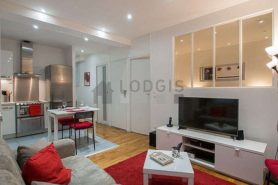 Living room of 8m² with wooden floor